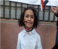 طفلة توجه رسالة للرئيس السيسي من أمام أحدي اللجان بمصر الجديدة