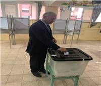 التعديلات الدستورية 2019| رئيس مصلحة الجمارك يدلي بصوته في المدرسة السعدية
