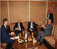 """محافظ جنوب سيناء يبحث مع سفير بيلاروسيا زيارة وفد """"منسك"""" لشرم الشيخ"""