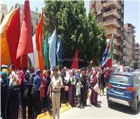 طلاب أسيوط يحتفلون بالاستفتاء على أنغام «حلوة يا بلدى»