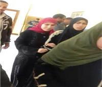 ٣ شقيقات كفيفات تدلين بأصواتهن داخل لجنة بالبحيرة