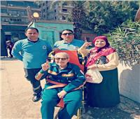 عمليات الجيزة تستجيب لطلب مسن وتنقله لمقر لجنته الانتخابية