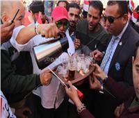 صور| بـ«الترموس والشاي».. محمد فؤاد يدلي بصوته في الاستفتاء