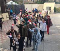 صور| بـ«الزغاريد والأعلام».. توافد أعضاء «نادي الطيران» على لجان الاستفتاء