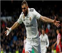 هاتريك «بنزيما» يقود ريال مدريد لضمان تأهله الأوروبي