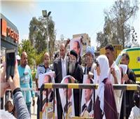 صور.. مسيرة قبطية بحلوان لحث المواطنين على المشاركة بالاستفتاء