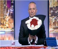 فيديو| أحمد موسى يهدي المصريين باقة ورد على الهواء