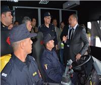 وزير الطيران يشهد محاكاة لإطفاء حريق بطائرة علي المهبط