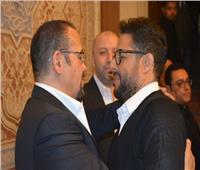 صور| يسرا وعمرو أديب وحماقي والجداوي في عزاء والدة هشام عباس