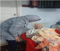 التدخل السريع بالإسكندرية ينقل سيدة تعيش بمفردها إلى دار رعاية
