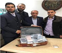 ضبط هواتف أيفون مهربة من الإمارات داخل حقائب راكب بمطار برج العرب