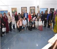 صور| نجوم الفن التشكيلي في افتتاح معرض «النساء أولا»