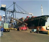 تفريغ 4300 طن رخام وألفي طن حديد بميناء غرب بورسعيد