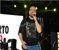 صور| هشام عباس يتألق بحفل ربيع جماهيري في بورسعيد