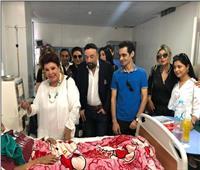 وفد من الفنانين يزور مستشفى أبو الريش الجامعي