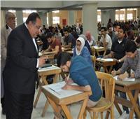 رئيس جامعة حلوان يتابع سير امتحانات نهاية العام