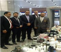 جمارك مطار القاهرة تضبط محاولة تهريب كمية من أدوات التجميل والعطور