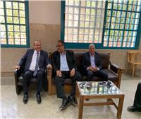 صور| نائب رئيس جامعة عين شمسيتفقد سير الامتحانات بكلية الآداب
