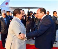 ملك البحرين يصل القاهرة والرئيس السيسي يستقبله بالمطار