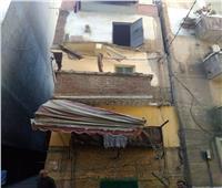 صور  مصرع سيدتين نتيجة انهيار شرفة عقار قديم بالإسكندرية