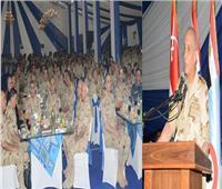 وزير الدفاع يلتقي مقاتلي الجيش الثالث وقوات شرق القناة ويشاركهم الإفطار