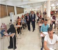 نائب رئيس جامعة أسيوط يتفقد لجان كلية التجارة