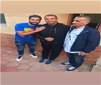 صور| عمرو دياب وسنوات الطفولة.. أصدقائه يرون ذكريات مثيرة في بورسعيد