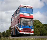 """بالصور.. تحول حافلة فرقة """"سبايسي جيرلز"""" الشهيرة لفندق متنقل ببريطانيا"""