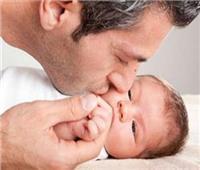 كيف تساعد زوجتكفي تربية طفلك؟.. هذه 5 خطوات
