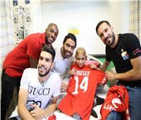 صور| «بروح رياضية».. لاعبو الأهلي والزمالك مع أطفال مستشفى57357