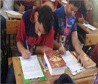 في الفترة الثانية من امتحان العربي.. انقسام المدارس الثانوية بين ورقي والكتروني
