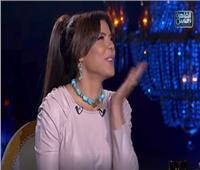 فيديو| قُبلات بين ناهد السباعي و«شيخ الحارة»: «طلع لطيف جدا»