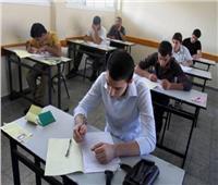 طلاب أولى ثانوي «الفترة الثانية» يؤدون امتحان اللغة الأجنبية الثانية