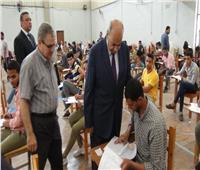 رئيس جامعة المنيا يتفقد امتحانات لجان كليتي «الرياضية» و«الفنون»