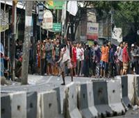 فيديو| منع «السوشيال ميديا» واعتداءات على أتوبيسات الشرطة في إندونيسيا