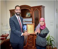 تكريم نائب محافظ الجيزة من إحدى المؤسسات الخيرية