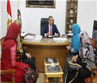 محافظ سوهاج يوجه بمساعدة المواطنين وتوفير فرص عمل وتجهيز العرائس