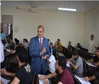 بالصور.. رئيس جامعة الأزهر يتفقد لجان امتحانات نهاية العام الدراسي