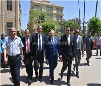 رئيس جامعة القاهرة يتفقد سير الامتحانات بكليات الجامعة