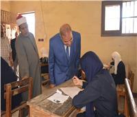 صور.. رئيس جامعة الأزهر يتفقد امتحانات الثانوية الأزهرية بمعهد البساتين