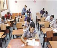 طلاب الصف الأول الثانوي يبدأون امتحان التاريخ