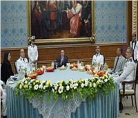 وزير الداخلية على مائدة إفطار رمضان مع أسر الشهداء