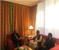 وزير الخارجية يلتقي نظيره الباكستاني لبحث العلاقات الثنائية