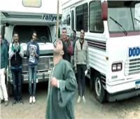 فيديو|السقا يرقص فى كواليس «ولد الغلابة» على «يا جبل مايهزك ريح»