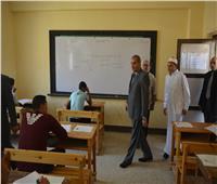 صور| رئيس جامعة الأزهر يتفقد امتحانات الثانوية الأزهرية بمعهد طلعت بمدينة نصر