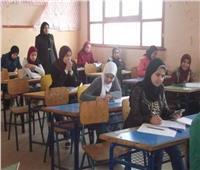 غدا طلاب الصف الأول الثانوي يؤدون امتحان اللغة الأجنبية الأولى