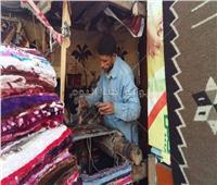 حكايات| صنعة جديدة على بورسعيد.. سجاد يدوي وآمن «أحسن من التركي والصيني»