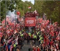 صور| علم مصر يزين احتفالات جماهير ليفربول باللقب الأوروبي السادس