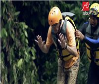فيديو| رامز جلال يعذب هيكتور كوبر في «رامز في الشلال»