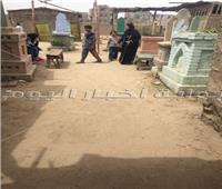 البطيخ والخيار بديل الفطائر.. كيف احتفل المصريون بالعيد في المقابر
